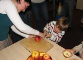 K rozkrojení jablíčka je potřeba opravdu velké síla